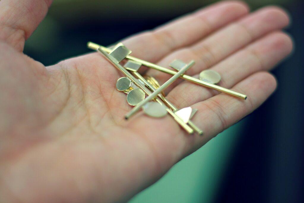 Collier géométrie - Limage, émerisage, polissage - Défi 30 jours / 30 bijoux à suivre sur www.apprendre-la-bijouterie.com