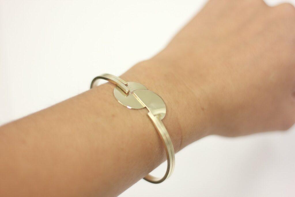 Bracelet Kandinsky Géométrique - les étapes de sa fabrication sont à découvrir sur www.apprendre-la-bijouterie.com