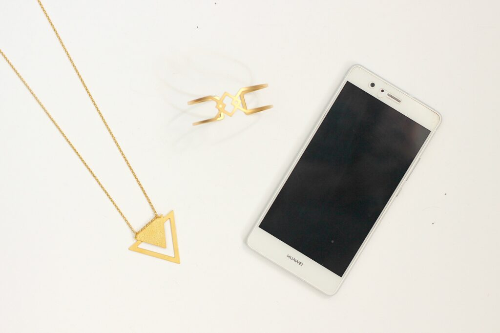 Prendre des photos de bijoux avec un simple smartphone - trucs et astuces à retrouver sur www.apprendre-la-bijouterie.com
