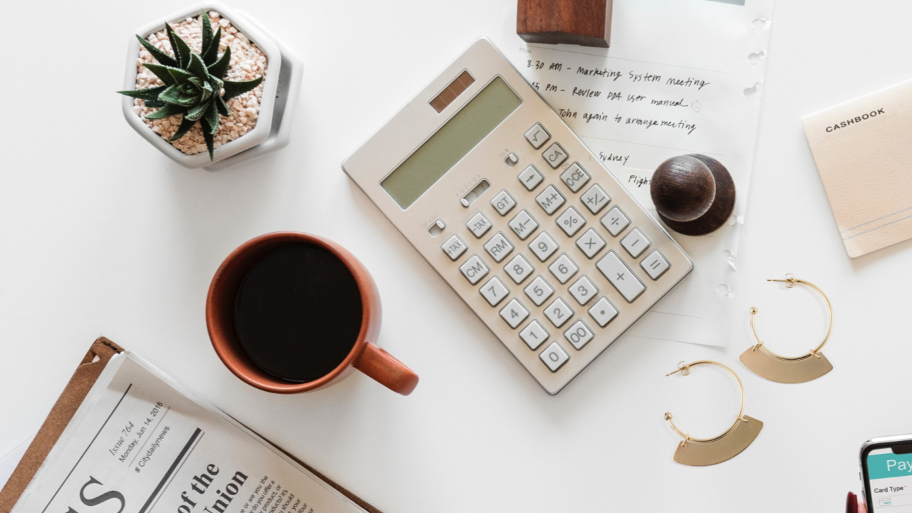 Le secret pour vendre ses créations au juste prix, c'est par ici ! Découvrez mes conseils sur l'ajustement de vos prix à votre marché sur www.apprendre-la-bijouterie.com