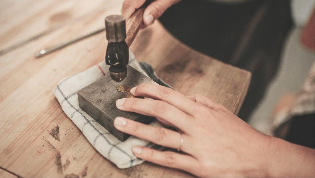 Formation bijouterie débutants texturage du métal