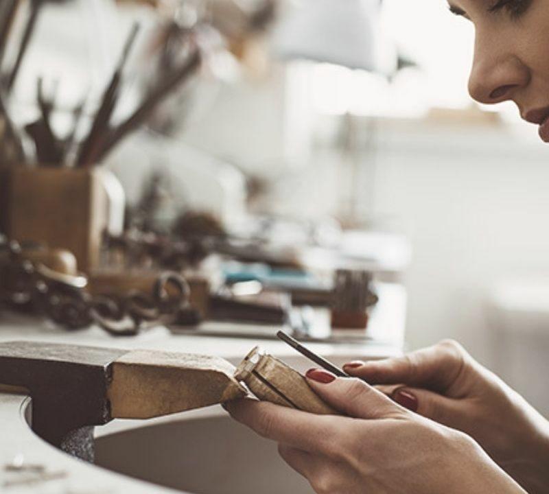 Sauter le pas : changer de métier et devenir créatrice de bijoux.